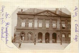 METZ  - Corps De Garde Central , 2 Avril 1893 (photo Format 11,4cm X 8,1cm Environ). - Places