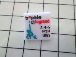 115B Pin's Pins / Beau Et Rare / THEME : SPORTS  / Céramique Ou Porcelaine Limoges BASKET-BALL TROPHEE LEGRAND 1992 - Baloncesto