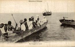 MISSIONS D'AFRIQUE EN PIROGUE SUR LE LAC - Missions
