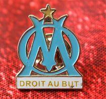 """L'O.M  Collector LE VRAI LE VÉRITABLE PIN' S LOGO DE L'OLYMPIQUE DE MARSEILLE """" DROIT AU BUT """" Sports Football- Futball - Bekleidung, Souvenirs Und Sonstige"""