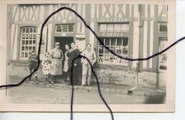 CARTE PHOTO. CPA . Devanture Magasin Commerce MERCERIE BOUCHERIE JOURNAUX TABACS. Soldats Militaire . Marin . - Photographs