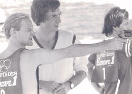 PHOTO PRESSE 18X13 / WILLIAM SHELLER TIRE AU REVOLVER - TOURNEE EUROPE 1 EN GRECE EN 1978 - Personalità