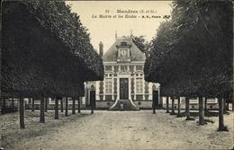 Cp Mandres-les-Roses Val De Marne, La Mairie Et Les Ecoles - France