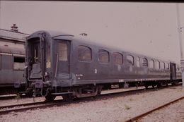 Photo Diapo Diapositive Slide Train Wagon Locomotive Voiture SNCF Voyageurs De 2ème Classe Le 17 Juillet 2000 VOIR ZOOM - Diapositives (slides)