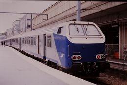 Photo Diapo Diapositive Slide Train Wagon Locomotive Rame Réversible SNCF TER Picardie Le 17 Juillet 2000 VOIR ZOOM - Diapositives (slides)