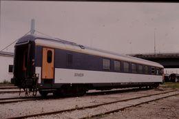 Photo Diapo Diapositive Slide Train Wagon Locomotive Voiture Spéciale Corail SNCF Le 19 Juillet 2000 VOIR ZOOM - Diapositives (slides)