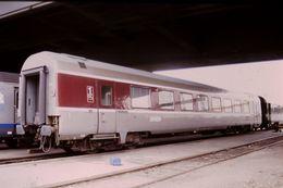 Photo Diapo Diapositive Slide Train Wagon Locomotive Voiture De 1ère Classe SNCF Le 19 Juillet 2000 VOIR ZOOM - Diapositives (slides)