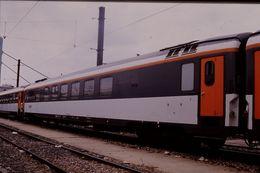 Photo Diapo Diapositive Slide Train Wagon Locomotive Voiture Spéciale SNCF Club 34 Corail Le 19 Juillet 2000 VOIR ZOOM - Diapositives (slides)