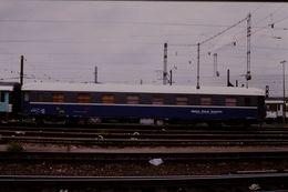 Photo Diapo Diapositive Train Wagon Locomotive Voiture Spéciale Agence D'Essais Ferroviaires SNCF Le 19/07/2000 VOIRZOOM - Diapositives (slides)