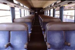 Photo Diapo Diapositive Slide Train Wagon Locomotive Intérieur 2ème Classe SNCF TER Picardie Le 20/07/2000 VOIR ZOOM - Diapositives (slides)