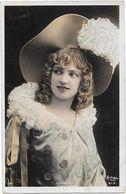 DORGERE Au Grand Chapeau - Photo REUTLINGER - Artistes
