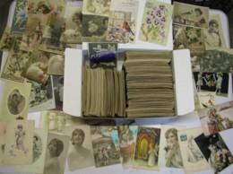Boîte D'environ 800 Cartes Fantaisies Anciennes D'un Peu Tous Les Thèmes (femmes Enfants, Pâques , Fête , Année Etc..... - 500 Postkaarten Min.