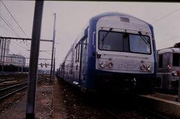 Photo Diapo Diapositive Slide Train Wagon Locomotive Rame V2 N SNCF Région Centre Le 27 Juillet 2000 VOIR ZOOM - Diapositives (slides)