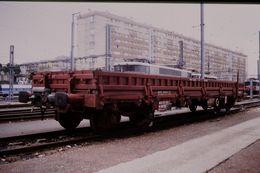 Photo Diapo Diapositive Train Wagon Locomotive Wagon Plat SNCF Mâcon Racco TGV Service T  Le 27 Juillet 2000 VOIR ZOOM - Diapositives (slides)