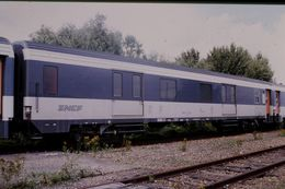 Photo Diapo Diapositive Slide Train Wagon Locomotive Wagon Fourgon SNCF à VSG Le 28 Juillet 2000 VOIR ZOOM - Diapositives (slides)
