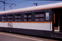 Photo Diapo Diapositive Slide Train Wagon Autorail SX 2464 Maintenance IES à Montargis Le 30 Juillet 2000 VOIR ZOOM - Diapositives (slides)