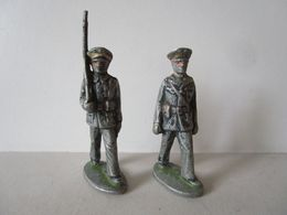 2 Petits Soldats Quiralu Aviateur Au Défilé - Quiralu