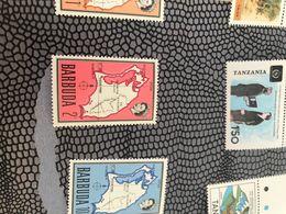 BARBUDA MAPPA E REGINA ROSSO 1 VALORE - Postzegels