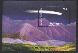 Lesotho, 1986 (#579b), Halley's Comet Over Lesotho, Mountains - Souvenir Sheet - Astronomie