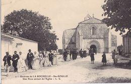 CARTE POSTALE ANCIENNE 17 CHARENTE SAINTE SOULLE UNE NOCE SORTANT DE L EGLISE EDITIONS / L.C  N° 2 - Other Municipalities
