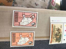 BARBUDA MAPPA E REGINA ROSA 1 VALORE - Postzegels