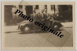 Photo Originale - Autos Voitures Automobiles Cars - Volkswagen VW Coccinelle Split Käfer Brezel Beetle - 3 Hommes - Automobili