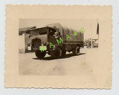 PHOTO DE 1960 - MILITARIA - ALGERIE -  MARNIA - MILITAIRE AU VOLANT D'UN CAMION - Krieg, Militär