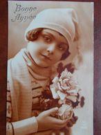 ENFANTS - Fillette Avec Bonnet, écharpe Et Bouquet De Fleurs. (Bonne Année) - Portretten
