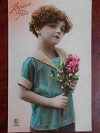 ENFANTS - Fillette Avec Bouquet De Fleurs. (Bonne Fête) - Portretten