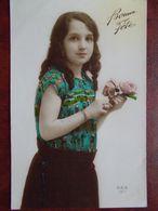 ENFANTS - Fillette Tenant 2 Roses. (Bonne Fête) - Portretten