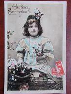 ENFANTS - Fillette Avec Robe En Dentelle Et Panier Fleuri. (Heureux Anniversaire) - Portretten