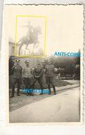 WW2 PHOTO ORIGINALE Soldats Allemands à REIMS Statue Jeanne D'Arc MARNE 51 - 1939-45