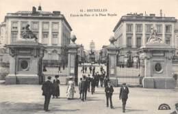 BRUXELLES - Entrée Du Parc Et La Place Royale - Bossen, Parken, Tuinen