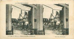 LA GRANDE GUERRE - LE CRIME DE REIMS - MAISON INCENDIÉE ET BOMBARDÉE - Stereoscope Cards