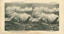 LA GRANDE GUERRE - BATAILLE DE CHAMPAGNE (1915) - UN MORTIER DE 220 EN PLEINE ACTION - Stereoscope Cards