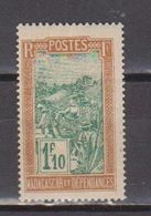 MADAGASCAR           N°  YVERT   161    NEUF AVEC CHARNIERES      ( CHARN  03/ 33 ) - Nuevos