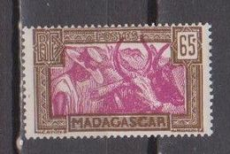 MADAGASCAR           N°  YVERT   172    NEUF AVEC CHARNIERES      ( CHARN  03/ 34 ) - Nuevos