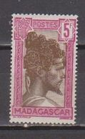 MADAGASCAR           N°  YVERT   177    NEUF AVEC CHARNIERES      ( CHARN  03/ 34 ) - Madagascar (1889-1960)