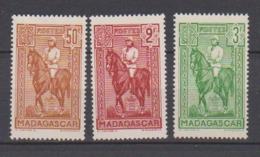 MADAGASCAR           N°  YVERT   190/92    NEUF AVEC CHARNIERES      ( CHARN  03/ 34 ) - Nuevos