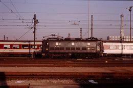 Photo Diapo Diapositive Slide Train Wagon Locomotive Electrique SNCF Du Service M BB 301 à Ivry Le 8/02/1992 VOIR ZOOM - Diapositives (slides)