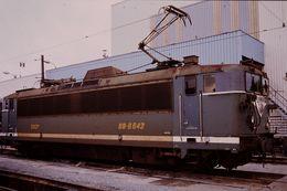 Photo Diapo Diapositive Slide Train Wagon Locomotive Electrique SNCF BB 8642 Le 7 Février 1992 VOIR ZOOM - Diapositives (slides)