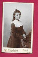 PHOTO CDV Circa 1900 De H. DESFORGES à FLERS ( Orne 61). Jeune FILLE, MODE, TOILETTE..2 Scans - Fotos