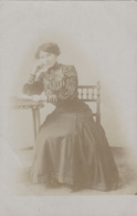 Photographie - Carte-photo - Portrait Femme  Assise - Mode - Suzanne Rousseau 1911 - Photographs