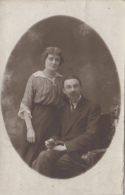 Photographie - Carte-photo - Portrait Médaillon Couple - Cachet Censure Militaria Prisonniers Guerre - Photographs