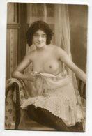 NU French Charm 064 Edit VB Série 160 Jeune Fille Montrant Sa Poitrine Nue Assise Fauteuil Nuisette    - EROTISME - Fine Nudes (adults < 1960)