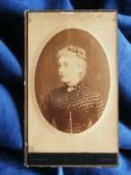 Photo CDV Ordinaire à Dinard - Portrait Jolie Jeune Femme, En Médaillon, Circa 1885-90 L505 - Anciennes (Av. 1900)