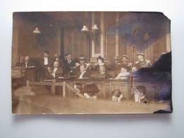 RARE Carte Postale Photo Justice Procès (d'Henriette Caillaux ?) Au Plus Tard Années 1910 D'après Uniforme Gendarmes - Events