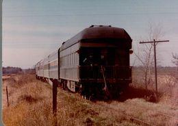 Photographie D'un Train à L'arrêt - Reproduction - Trains