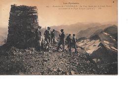 CPA (65) Les Pyrénées Ascension Du Vignemale, La Tour élevée Par Le Comte Russel Au Sommet De La Pique Longue (3300m) - Other Municipalities
