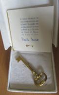 Gault Et Millau - Clé D'Or 1994 + Invitation à La Remise De La Clé Signée Claude Clevenot (Coq Au Vin, Juliénas) - Autographs
